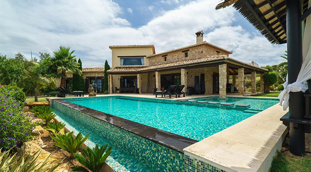 Luxury villas in Costa Blanca: Enjoy the mediterranean life